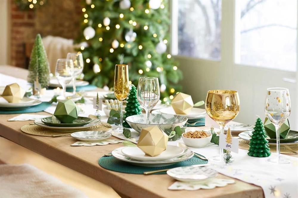 Let's discover some interesting Christmas table settings