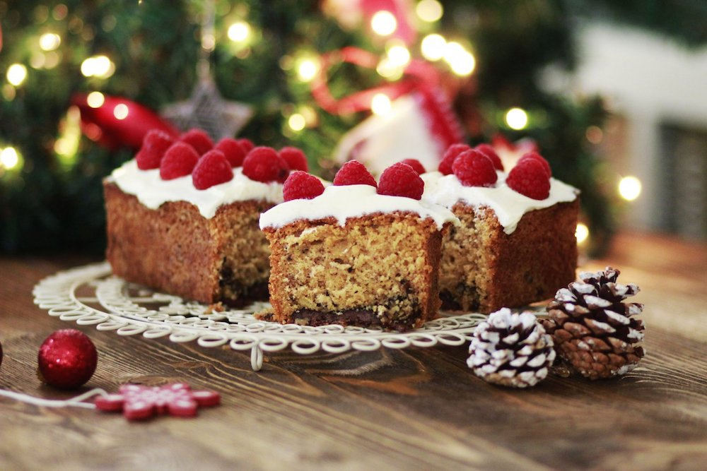 It is really the time to make a cake with easy Christmas cake recipes