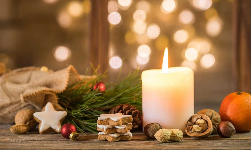 lightening-christmas-candles-for-your-Christmas-room-decorations