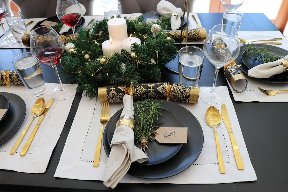 Adorn your table with practical Christmas table settingsAdorn your table with practical Christmas table settings