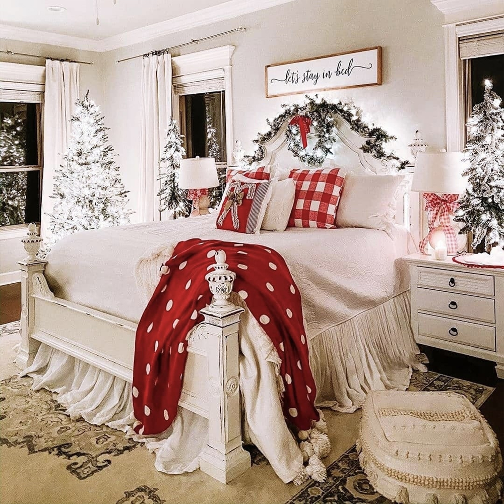 Make your home stunning with these Christmas room decoration ideas