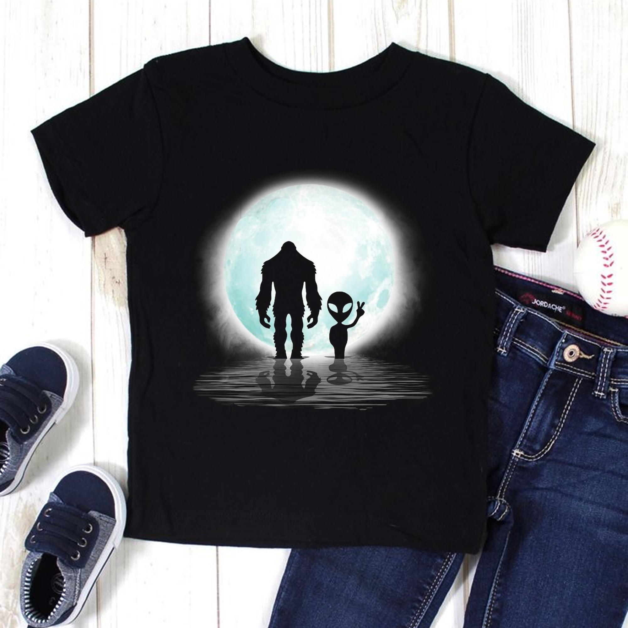 Bigfoot Shirt Bigfoot Alien Under The Moon