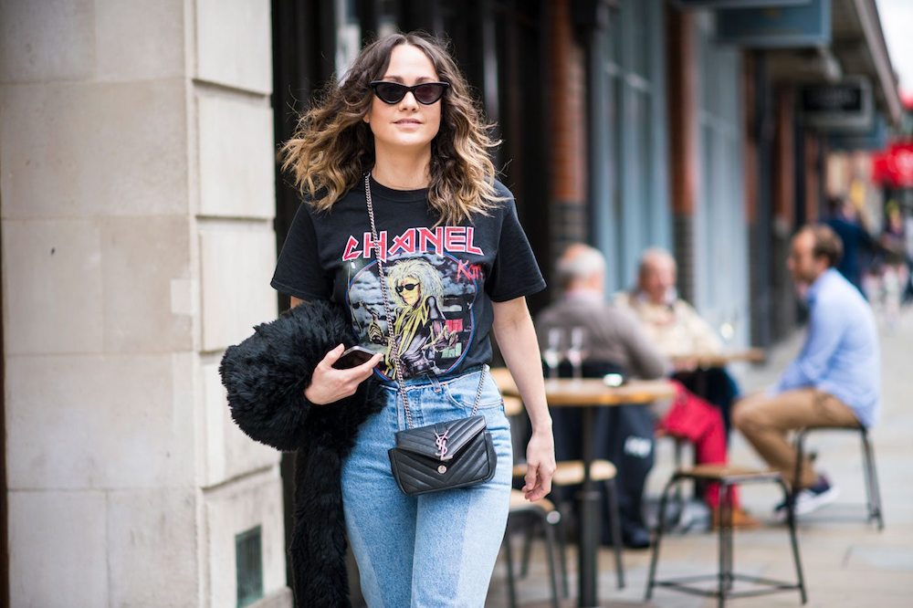 How-to-dress-up-a-t-shirt-for-women