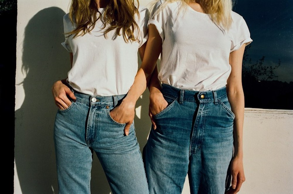 Looking-for-which-t-shirt-is-best-for-blue-jeans-