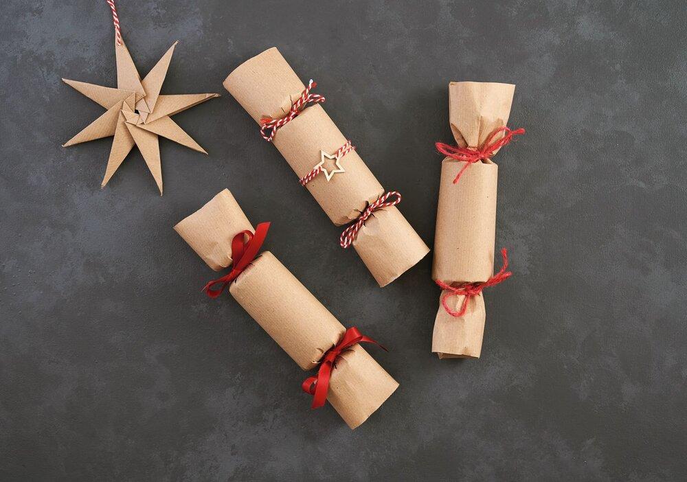 How to wrap a shirt like Christmas cracker