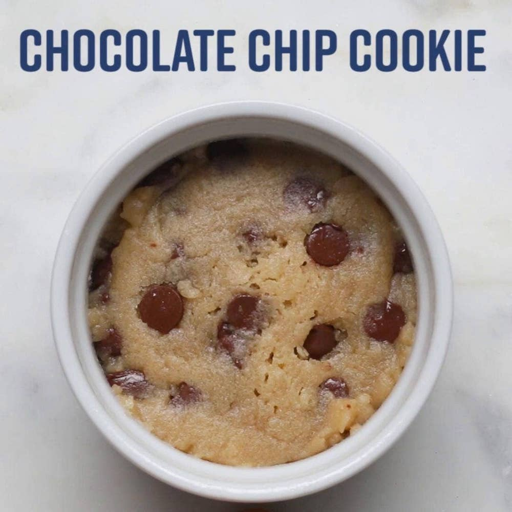 Microwave-Chocolate-Chip-Cookie-How-to-make-a-cookie-in-a-mug