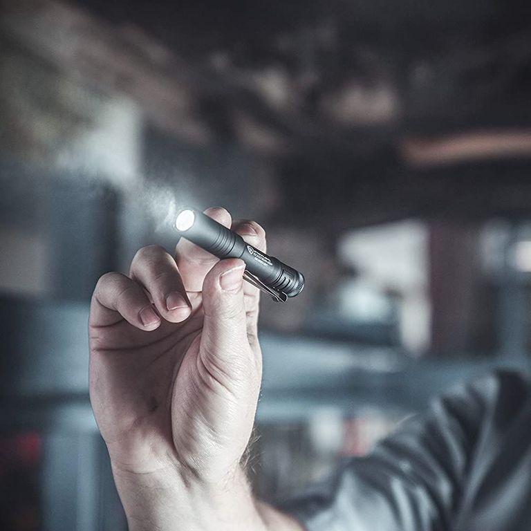 Yootech Wireless Charger - USB Rechargable Pocket Flashlight