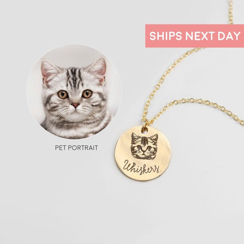 Pet Portrait Necklace- best cat mom gifts