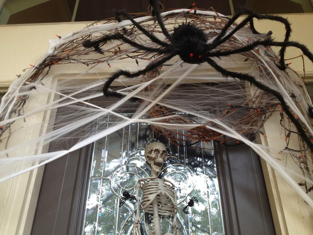 How do we celebrate Halloween in Germany - decorate house
