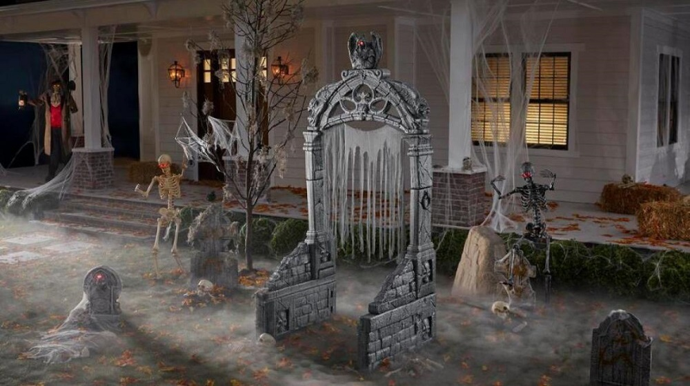 Discover scary outdoor Halloween decoration ideas