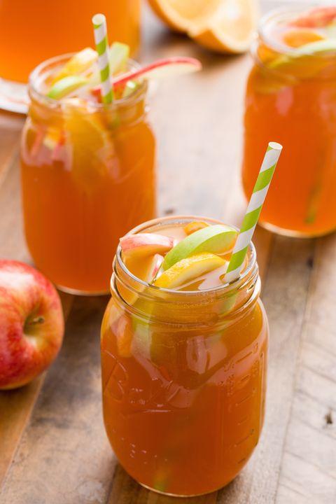 Apple Cider Sangria- classic Thanksgiving drinks