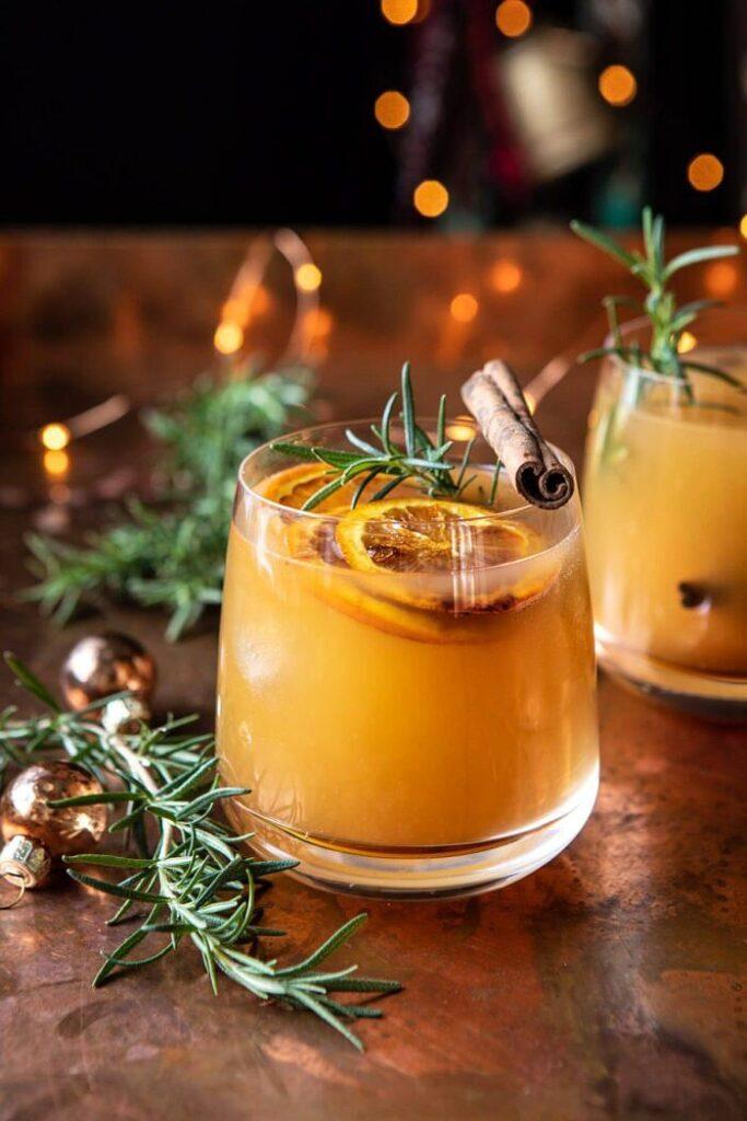 Cinnamon Bourbon Old Fashioned- classic Thanksgiving drinks