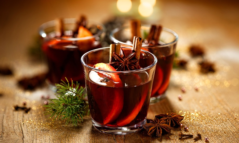 Classic Thanksgiving Drinks for Toasting the Holiday Party