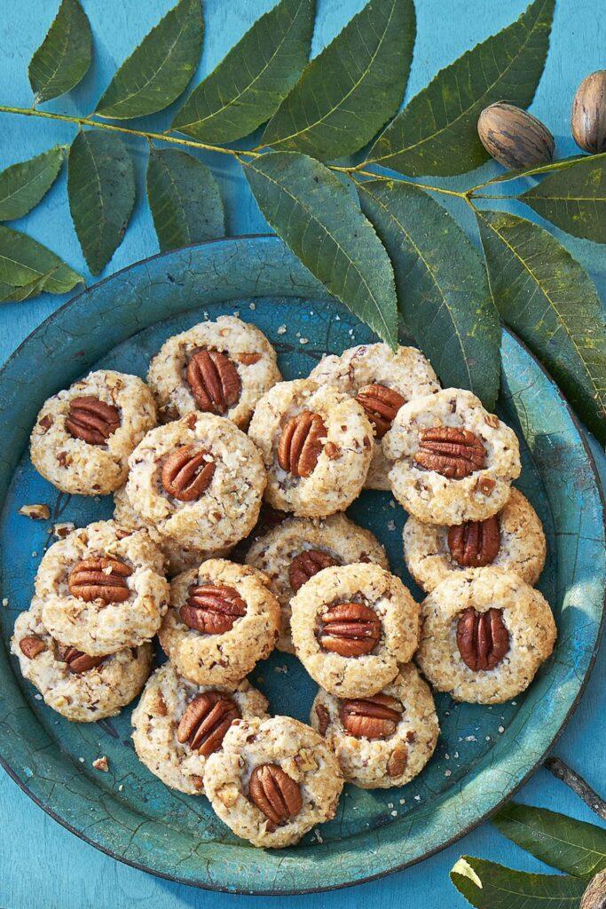 Pecan Shortbread Cookies- cool Thanksgiving desserts