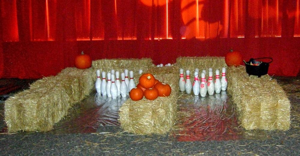 play pumpkin bowling