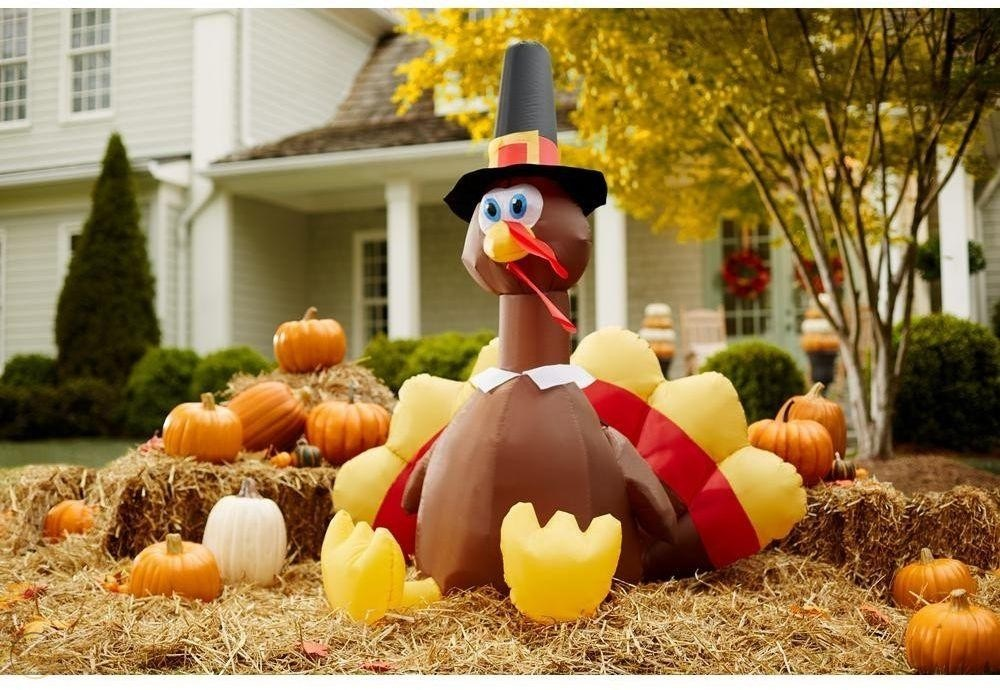 Thanksgiving yard decor - Turkey
