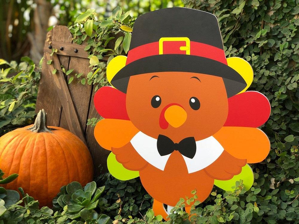 Thanksgiving yard decoration