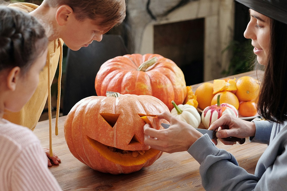 What to do on Halloween as a teenager- pumpkin carving