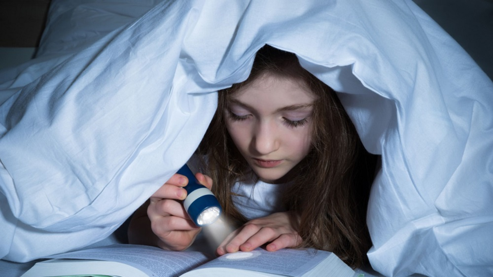 What to do on Halloween as a teenager- read scart stories