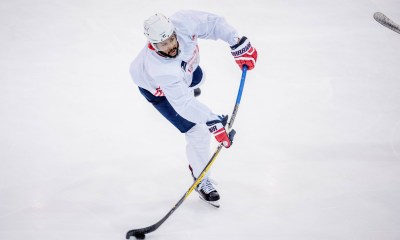 Capitals re-sign