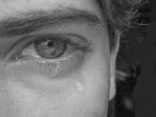 Δύο μέτρα άνδρας να κλαίει σαν μωρό, για ένα πιάτο φαγητό ρε παλιάνθρωποι;;;…