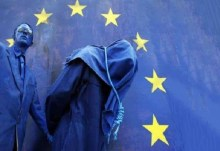 """Χένρικ Μ. Μπρόντερ, στη DIE WELT: """"Η επαναγορά του ελληνικού χρέους ήταν σκηνοθετημένη… Η Ελλάδα οδηγείται στο θάνατο…"""""""