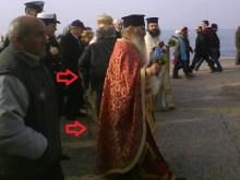 Ο ανάπηρος με τη πατερίτσα – πολυβόλο, εθεάθη στη παραλία Θεσσαλονίκης, στα Θεοφάνεια των ΓΟΧ!!!