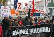 Κορόιδα Ισλανδοί… τη γλυτώσατε…. δεν είχατε σωτήρες πολιτικούς…! εμείς…..