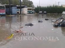 «Βαρκάδα» βγήκαν τα σκουπίδια στον Πύργο Ηλείας, μετά από βροχή(φωτο)