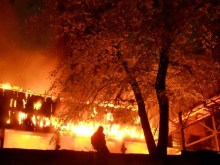 Δεν έχετε κυβέρνηση — Έχετε μια συμμορία που σας κρατά δεμένους μέσα σ΄ ένα κτήριο που καίγεται – Πηδήξτε πριν είναι αργά!!!