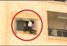 Βίντεο σοκ: Εισβολείς αντικαθεστωτικοί στη Συρία, έριξαν έναν άνδρα από τον τρίτο όροφο!!!