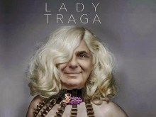 Lady Traga… Εν τη παλάμη και ούτω βοήσωμεν…
