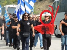 Πως είδε η Ιταλική «Ciao Balcani» τις εξελίξεις με τη Χρυσή Αυγή και τη διαπλοκή της με Αλβανούς.