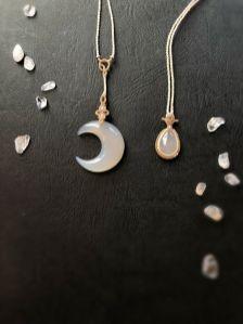 暗闇に差す、一滴の銀色の月(蝋引き紐)