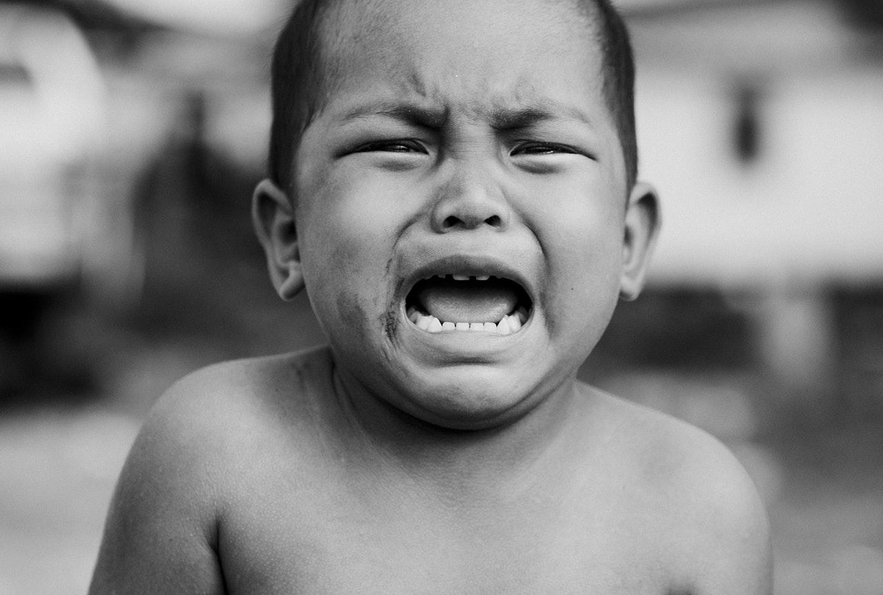 泣き叫ぶ男の子