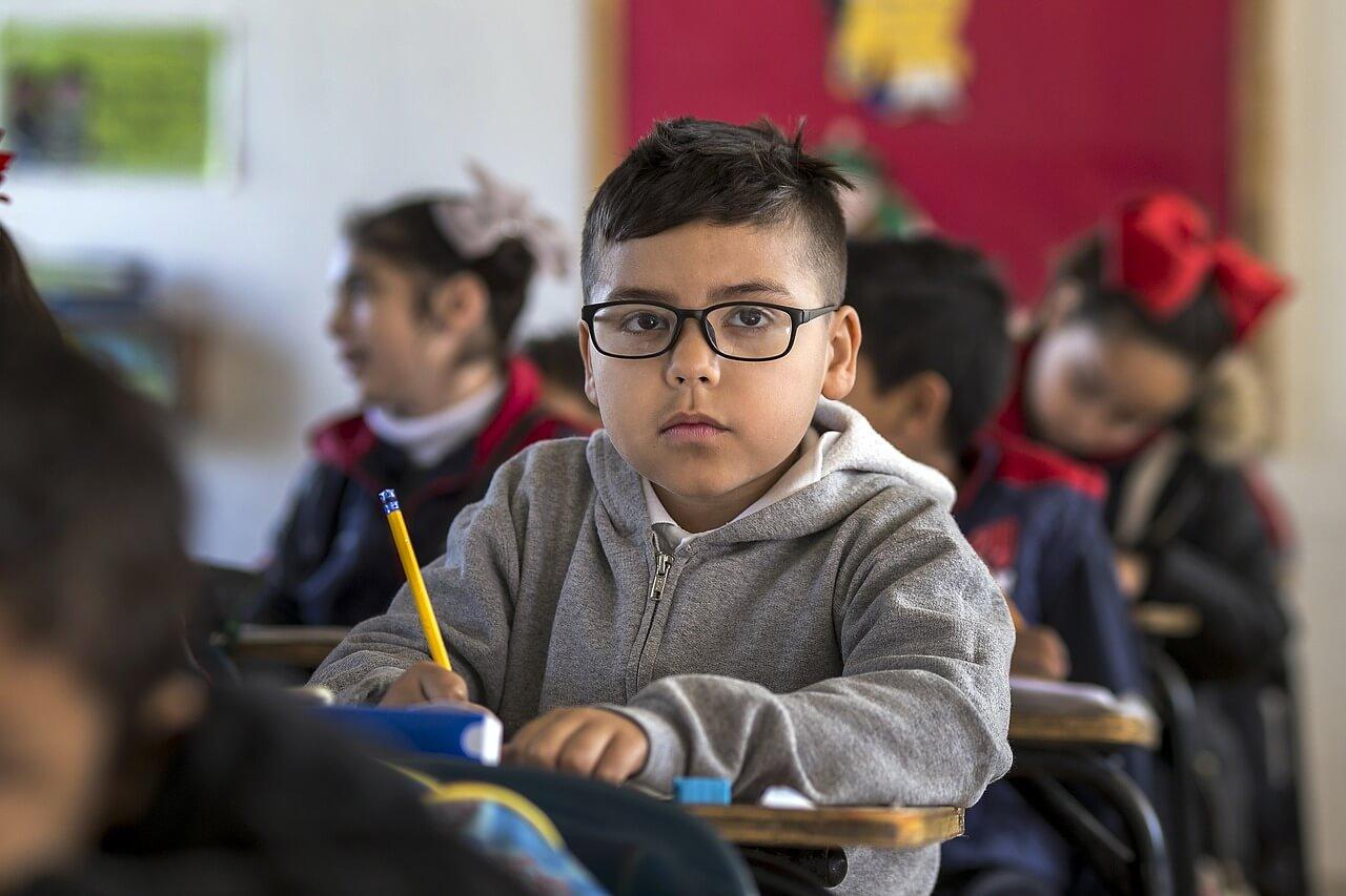 教室の男の子