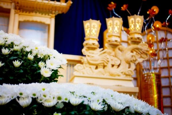 お葬式の種類と費用