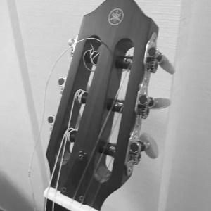 猛暑でギターの弦切れたYAMAHA SLG2000N