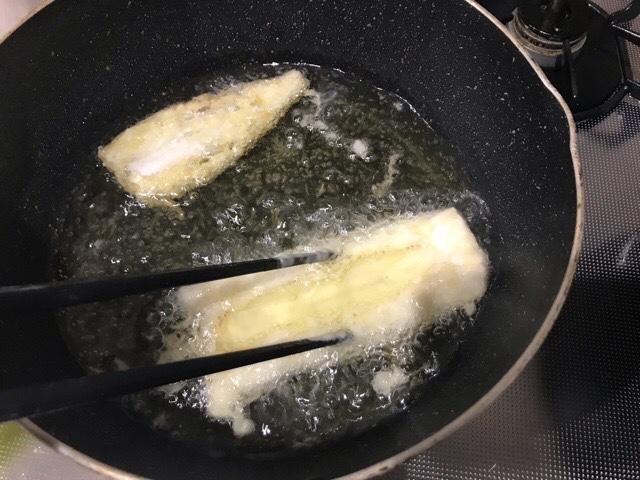 箸で広げた穴子