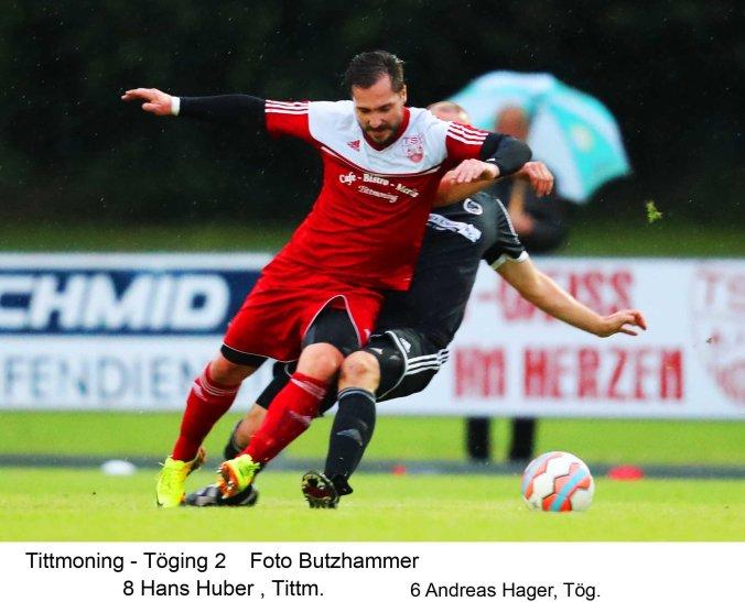 Hielt die Fäden im Mittelfeld zusammen und trug wesentlich zum TSV-Erfolg bei: Hans Huber hier im Zweikampf gegen den Töginger Andreas Hager.