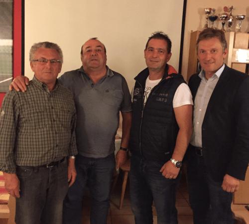 Nach der Wahl der Vorstandschaft: V. l. Abteilungsleiter Alois Burgstaller, sein Stellvertreter Willi Schupfner, Jugendwart Christian Edtbauer zusammen mit TSV-Vorsitzenden Andreas Bratzdrum