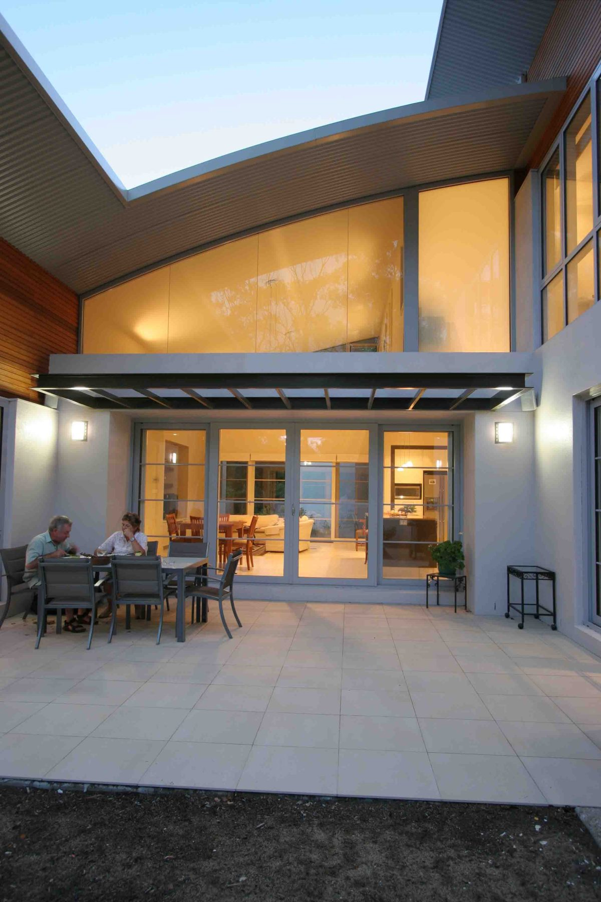 Dual occupancy houses - Deakin - private North facing courtyard