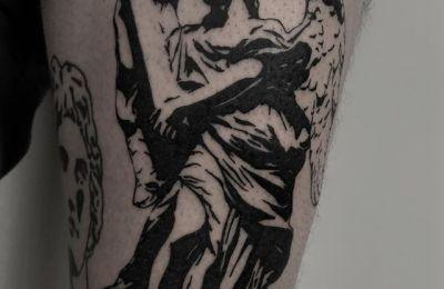 Blvck Moon Tattoo