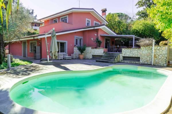 Lussuosa villa singola con piscina