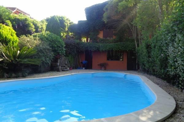 Villa bifamiliare con piscina