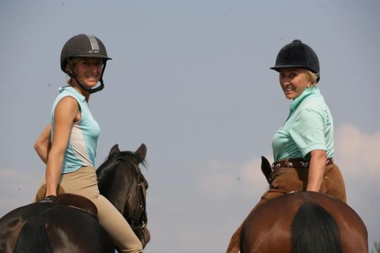 Ingrid Klimke and Linda Tellington-Jones do Tellington TTouch with dressage horses