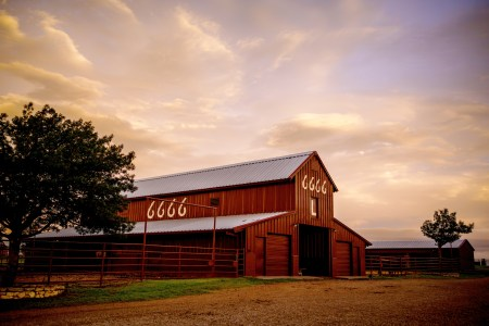 """Image of the legendary Four Sixes """"L"""" barn"""