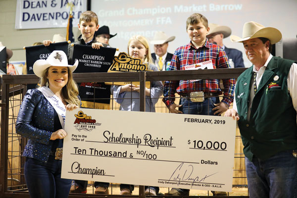 Students wins a scholarship from the San Antonio Stock Show and Rodeo