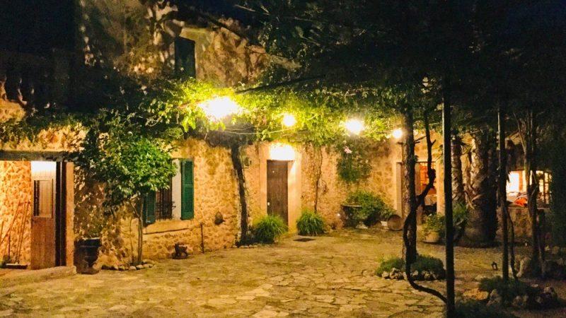 noche+terraza+iluminada+bombillas+nächtlich