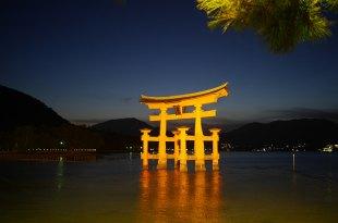 [自助旅行] 廣島自助旅行,宮島美食牡蠣亭,炸紅葉饅頭與夜間鳥居